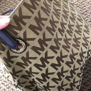 Fairly new, good condition Michael Kors hand bag!